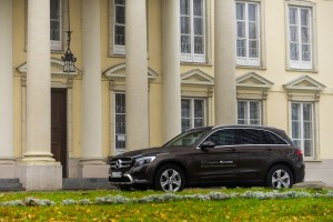 2016-mercedes-benz-glc-220d-test-5