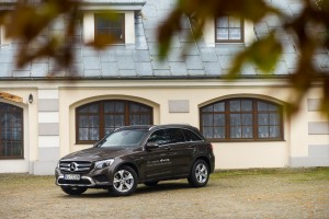 2016-mercedes-benz-glc-220d-test-8