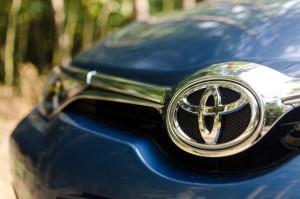 Toyota Auris 1.2T 116KM Comfort przód znaczek pas przedni