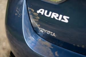 Toyota Auris 1.2T 116KM Comfort tył lewy znaczek