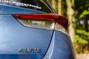 Toyota Auris 1.2T 116KM Comfort tył prawy znaczek lampa