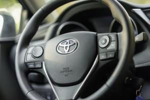 Toyota Auris 1.2T 116KM Comfort wnętrze przód deska rozdzielcza