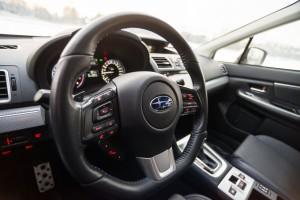 Subaru Levorg 1.6 GT-S wnętrze przód kierownica tempomat kontrola audio telefon łopatki do zmiany biegów konsola środkowa
