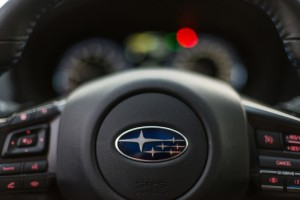 Subaru Levorg 1.6 GT-S wnętrze przód kierownica tempomat kontrola audio telefon