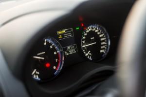 Subaru Levorg 1.6 GT-S wnętrze przód konsola środkowa deska rozdzielcza zegary obrotomierz prędkościomierz