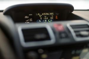 Subaru Levorg 1.6 GT-S wnętrze przód konsola środkowa wyświetlacz pod szybą deska rozdzielcza