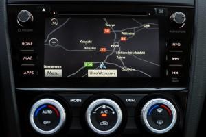 Subaru Levorg 1.6 GT-S wnętrze przód konsola środkowa radio nawigacja klimatyzacja