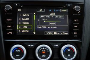 Subaru Levorg 1.6 GT-S wnętrze przód konsola środkowa radio bufor nawigacja klimatyzacja