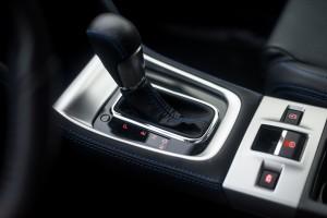 Subaru Levorg 1.6 GT-S wnętrze przód konsola środkowa automatyczna skrzynia biegów lewarek