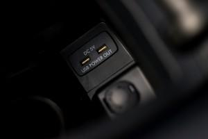 Subaru Levorg 1.6 GT-S wnętrze podłokietnik USB