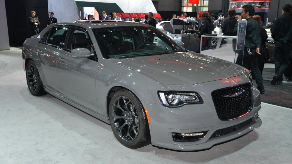 2017-chrysler-300s-04