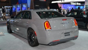 2017-chrysler-300s-05