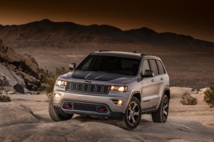 2017-jeep-grand-cherokee-trailhawk-summit-03