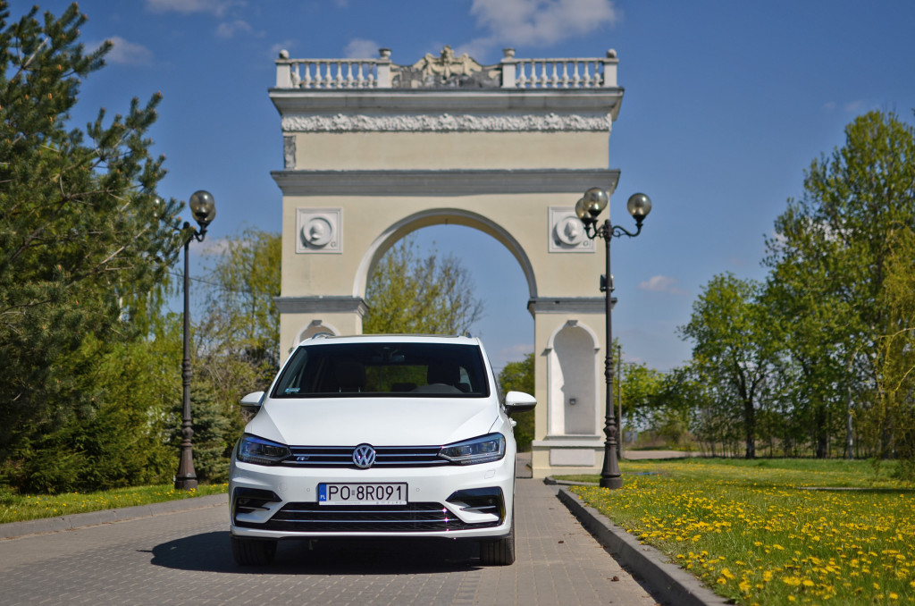 volkswagen-touran-r-design-auto-test-02