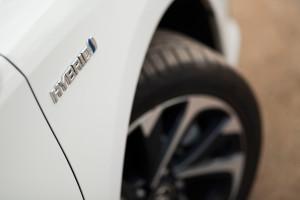 2016-toyota-auris-hybrid-touringsports-test-9