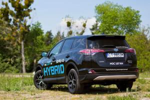 2016-toyota-rav4-hybrid-test-2