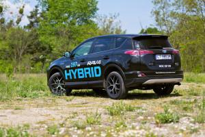 2016-toyota-rav4-hybrid-test-4