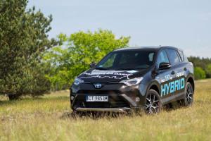 2016-toyota-rav4-hybrid-test-7
