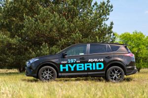 2016-toyota-rav4-hybrid-test-8