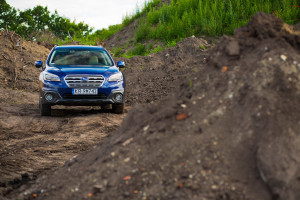 2016-subaru-outback-2-5i-exclusive-test-3