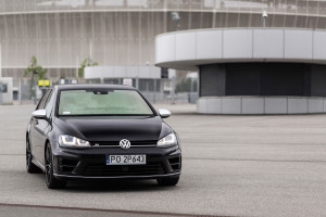 2016-volkswagen-golf-r-test-1