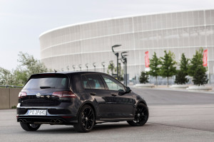 2016-volkswagen-golf-r-test-2