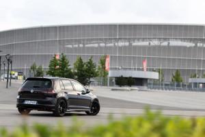 2016-volkswagen-golf-r-test-4
