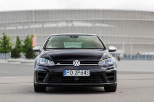 2016-volkswagen-golf-r-test-7