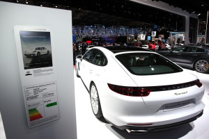 Porsche Panamera 4 E-Hybrid fot. carscoops.com