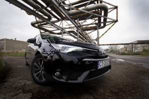 2015-toyota-avensis-touring-sports-25