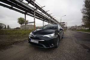 2015-toyota-avensis-touring-sports-30