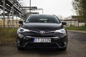2015-toyota-avensis-touring-sports-31