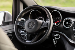 2016-mercedes-benz-v250d-amg-line-test-14