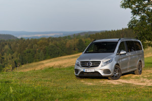 2016-mercedes-benz-v250d-amg-line-test-3