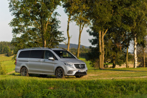 2016-mercedes-benz-v250d-amg-line-test-4