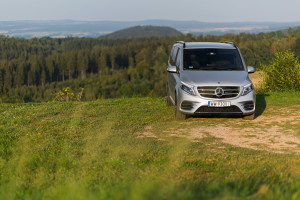 2016-mercedes-benz-v250d-amg-line-test-5