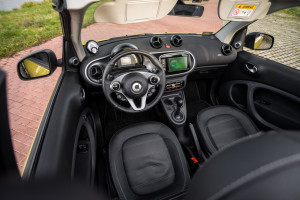 2016-smart-fortwo-cabrio-test-23