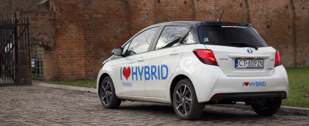 2015-toyota-yaris-hybrid-wyroz