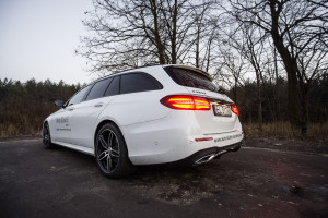 2016-mercedes-benz-e220d-estate-test-4