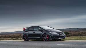 2017-honda-civic-type-r-black-edition-02