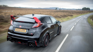 2017-honda-civic-type-r-black-edition-03