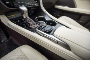 2016-lexus-rx-450h-prestige-test-39