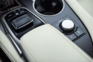 2016-lexus-rx-450h-prestige-test-44