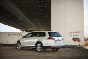 2016-volkswagen-golf-alltrack-18-tsi-4motion-test-10