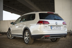 2016-volkswagen-golf-alltrack-18-tsi-4motion-test-11