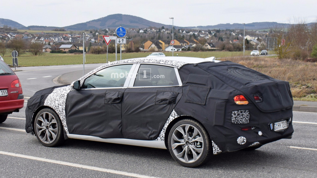 2018-hyundai-i30-fastback-spy-photo