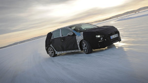 2018-hyundai-i30-n-teaser-winter-testing-in-sweden (1)