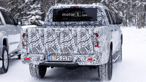 2018-mercedes-x-class-new-spy-photo (3)