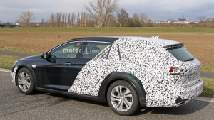 2018-opel-insignia-country-tourer-spy-photo (2)