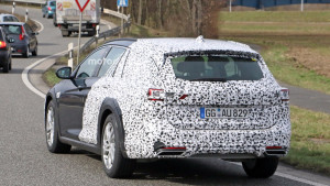2018-opel-insignia-country-tourer-spy-photo (3)